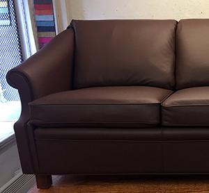 DUX soffa klädd i skinn