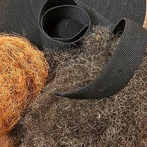 Svart linnesadelgjord, kokosfiber och tagel